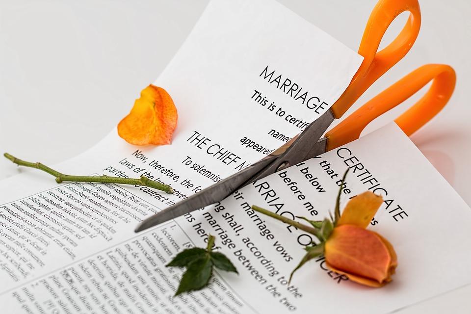 愛も結婚も破綻…