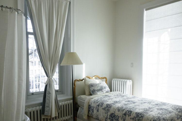 落ち着いた雰囲気のベッドルーム